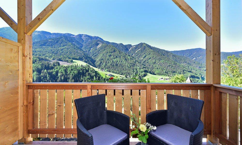 hotelzimmer-villnoess-balkon-01